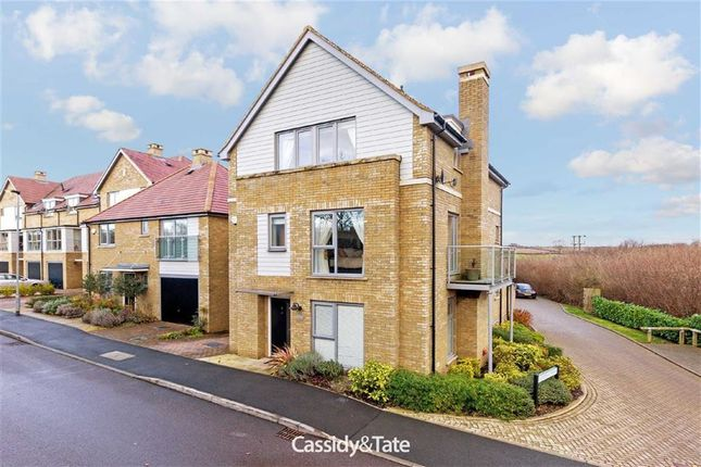 Thumbnail Detached house to rent in Kingcup Avenue, Leverstock Green, Hertfordshire