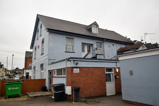 2 bed flat to rent in Cheddon Road, Taunton TA2