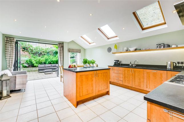 Thumbnail Terraced house for sale in Cheriton Square, London