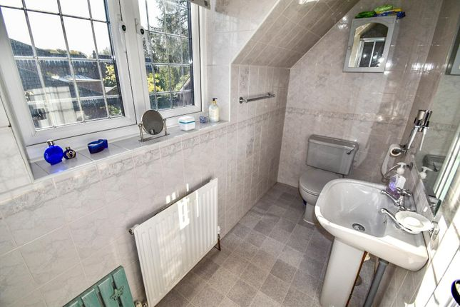 En-Suite Two of Lee Fold, Astley, Tyldesley, Manchester M29