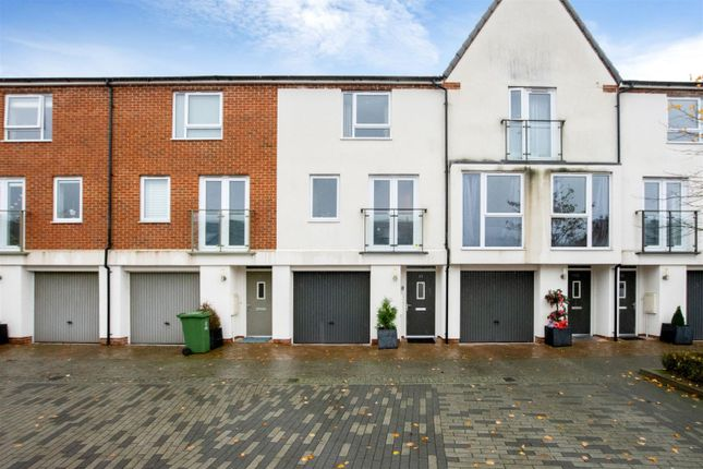 Thumbnail Town house for sale in Alcock Crescent, Crayford, Kent