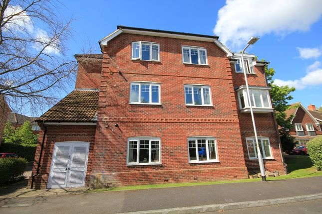 Thumbnail Flat for sale in Ashdene Gardens, Reading