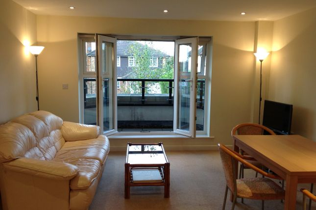 2 bed flat to rent in Cheriton Lodge, Ruislip