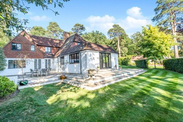 Thumbnail Cottage to rent in Golf Club Road, St. Georges Hill, Weybridge