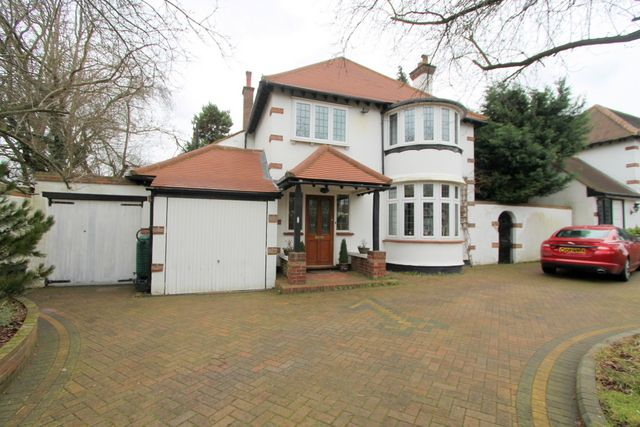 Thumbnail Detached house for sale in Redford Avenue, Wallington