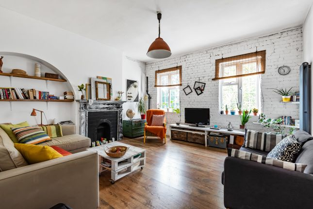 3 bed flat for sale in Well Hall Road, London SE9