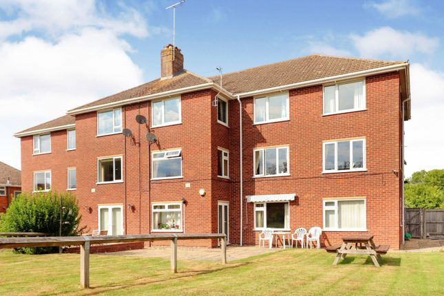 Thumbnail Flat for sale in Oakwood Drive Hucclecote, Gloucester