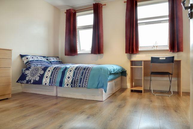 Thumbnail Shared accommodation to rent in Saltwell Street, Poplar, London