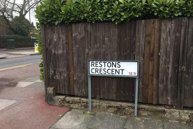 Thumbnail Room to rent in Restons Crescent, New Eltham