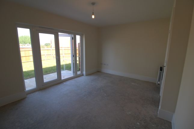 2 bedroom semi-detached house for sale in Victory Road, Preston
