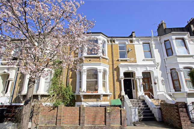 2 bed flat to rent in Vartry Road, London N15