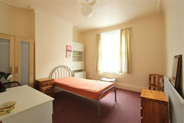 Room to rent in Grosvenor Square, Sheffield