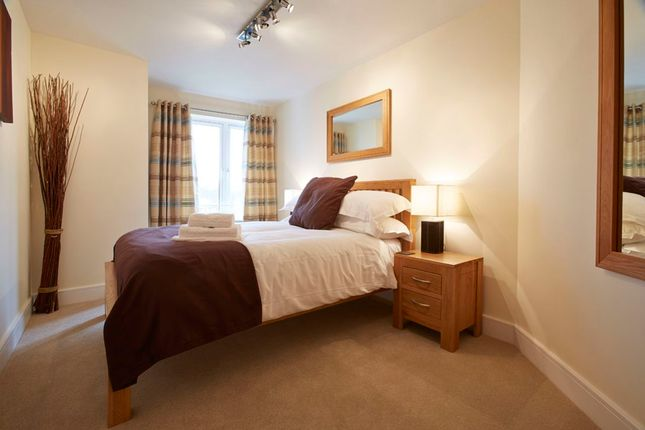 Thumbnail Flat to rent in Oldfields Road, Maidenhead