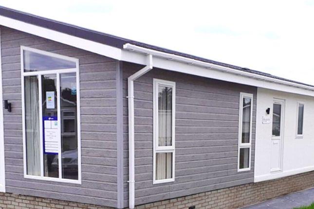 Thumbnail Mobile/park home for sale in Residential Park Home, Windsor, Berkshire