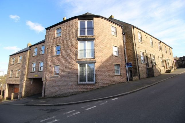 Thumbnail Flat to rent in Ewart Court, Hadfield, Glossop