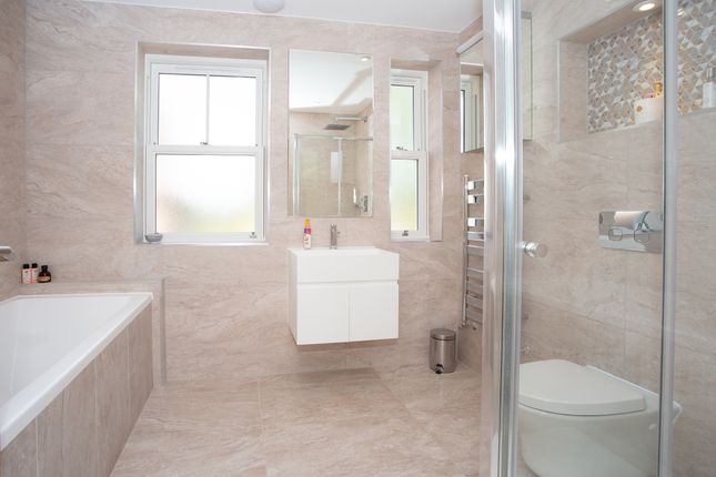 Bathroom of Watling Street, St. Albans, Hertfordshire AL1