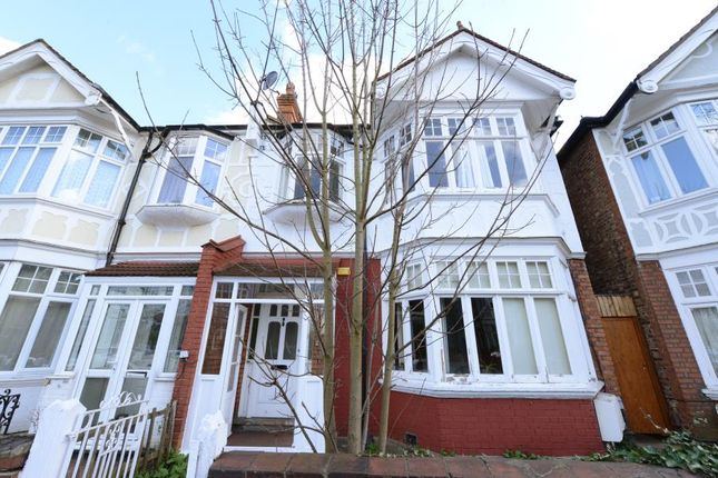 2 bed flat to rent in Fordhook Avenue, London