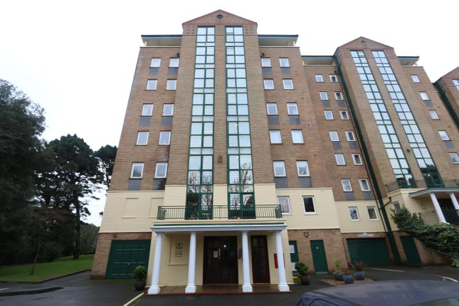 3 bed flat to rent in Manor Road, Bournemouth BH1