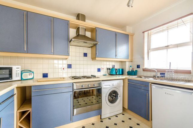 2 bed flat to rent in Commercial Way, Peckham