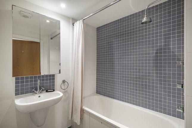 Bathroom of Three Oak Lane, London SE1