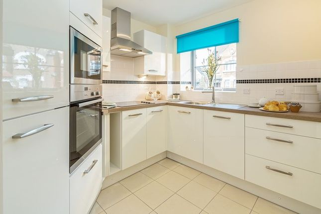 2 bed property for sale in Kingston Road, Raynes Park, London