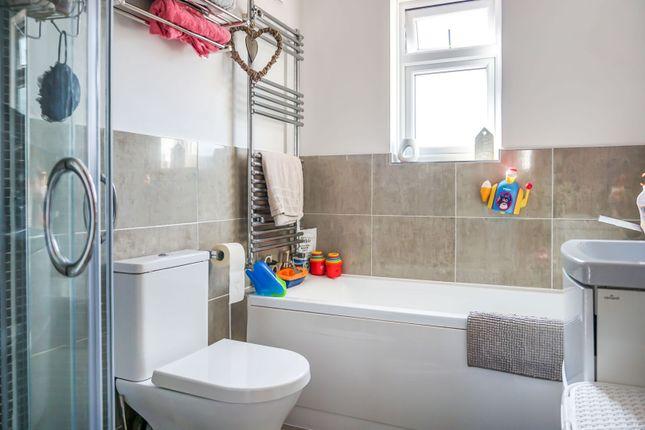 Bathroom of Lynton Avenue, Tettenhall, Wolverhampton WV6