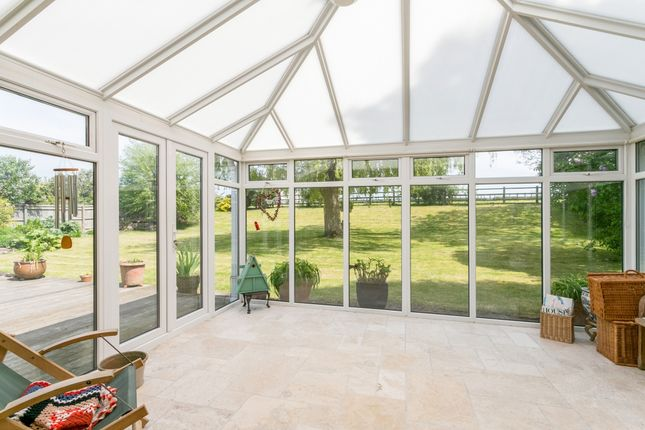 Thumbnail Bungalow to rent in Lower Road, Postcombe, Thame