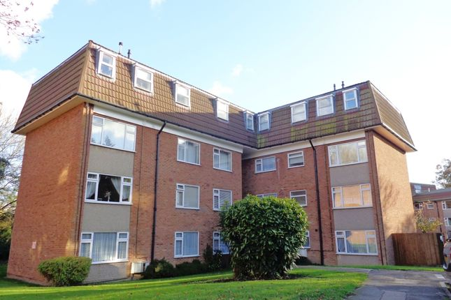 2 bed flat to rent in Lambs Close, Cuffley, Hertfordshire EN6