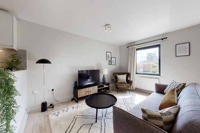 Thumbnail Flat to rent in Westpoint Apartments, Clarendon Road, London