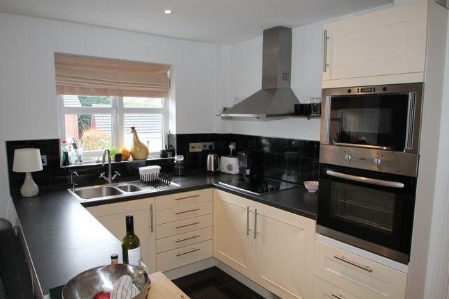 Thumbnail Flat to rent in Culvercroft, Binfield, Bracknell