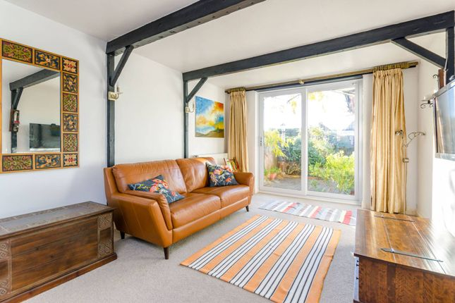4 bed semi-detached house to rent in Aldershot Road, Guildford