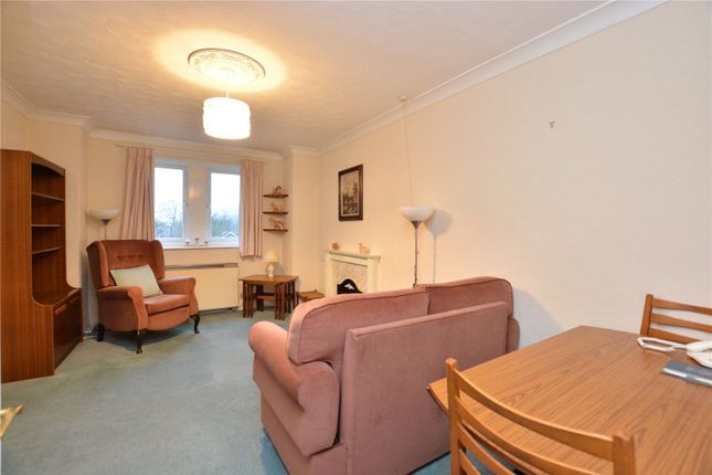 Picture No. 10 of Holmwood, 21 Park Crescent, Roundhay, Leeds LS8