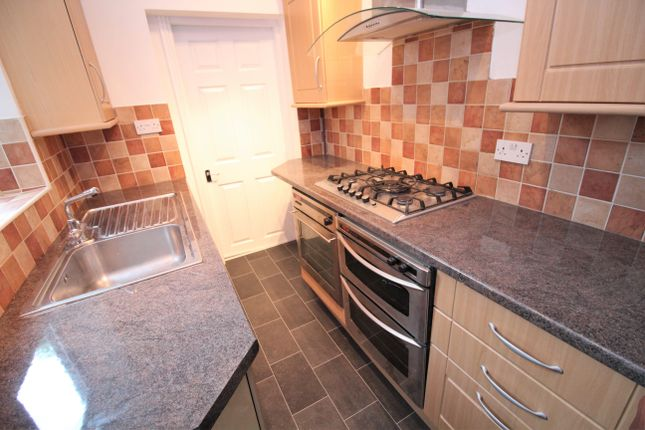 Thumbnail Shared accommodation to rent in Westbury Road, Off Welford Road, Leicester
