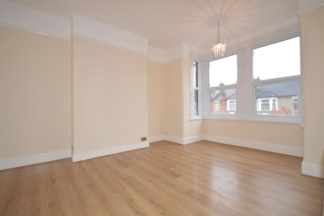 Thumbnail Flat to rent in Sackville Gardens, Ilford, Essex