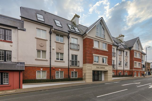 2 bed flat to rent in Royal Court, Onchan, Isle Of Man IM3