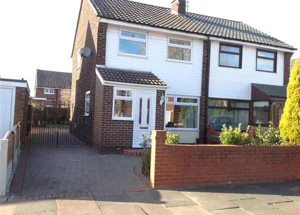 Thumbnail Semi-detached house to rent in Sandiway Avenue, Widnes