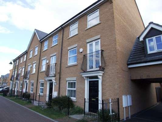 3 bedroom town house to rent in Guelder Road, Hampton Hargate, Peterborough