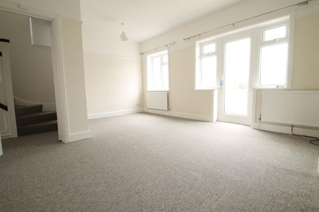 Thumbnail Flat to rent in Rectory Road, Tarring, Worthing