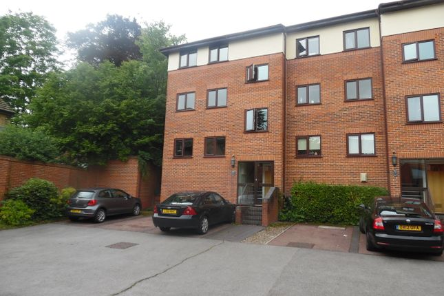 Thumbnail Flat To Rent In Winchester Court London Road High Wycombe