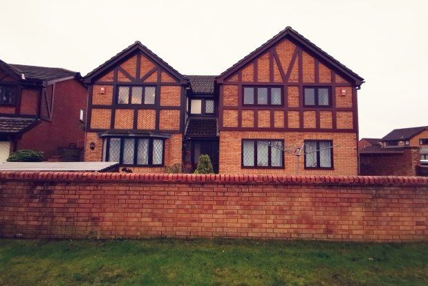 Thumbnail Flat to rent in Downs View, Alton