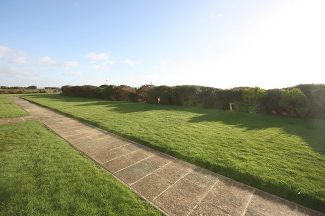 Thumbnail Flat for sale in Cliff Road, Milford On Sea