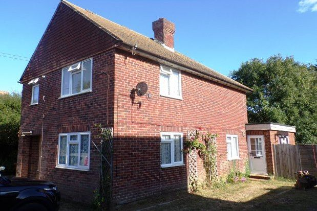 2 bed flat to rent in South Road, Hailsham BN27