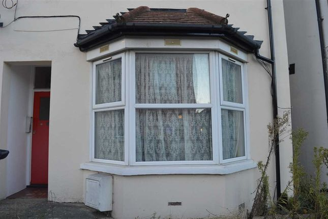 Thumbnail Flat for sale in Essex Road, Dartford