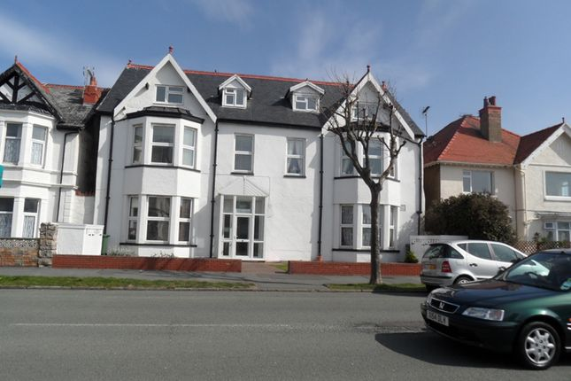 Thumbnail Flat to rent in Great Orme Road, West Shore, Llandudno, Conwy