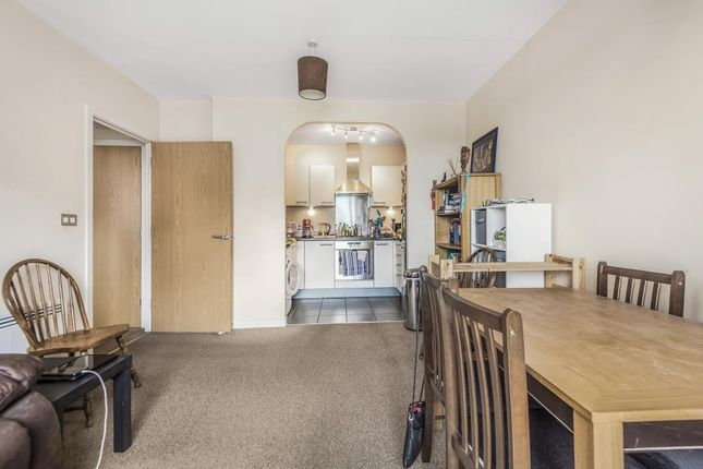 2 bed flat for sale in Slough, Berkshire SL1