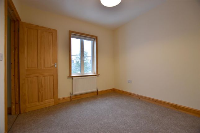 Thumbnail Property to rent in Glovers Road, Reigate