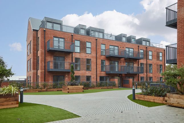 1 bed flat for sale in Station Road, Hook, Hampshire RG27