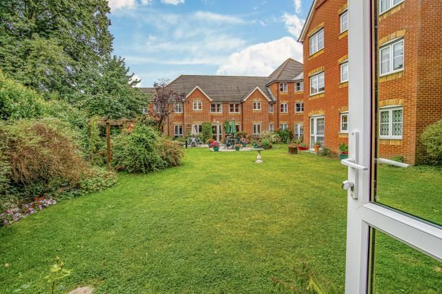 1 bed property for sale in Hillcroft Court, Chaldon Road, Caterham, Surrey CR3
