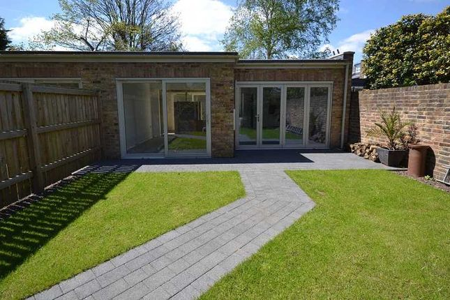 Thumbnail Bungalow to rent in Launders Gate, Avenue Road, London