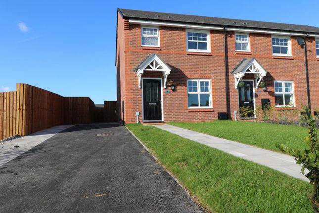 Thumbnail Mews house to rent in Woodham Close, Sandbach